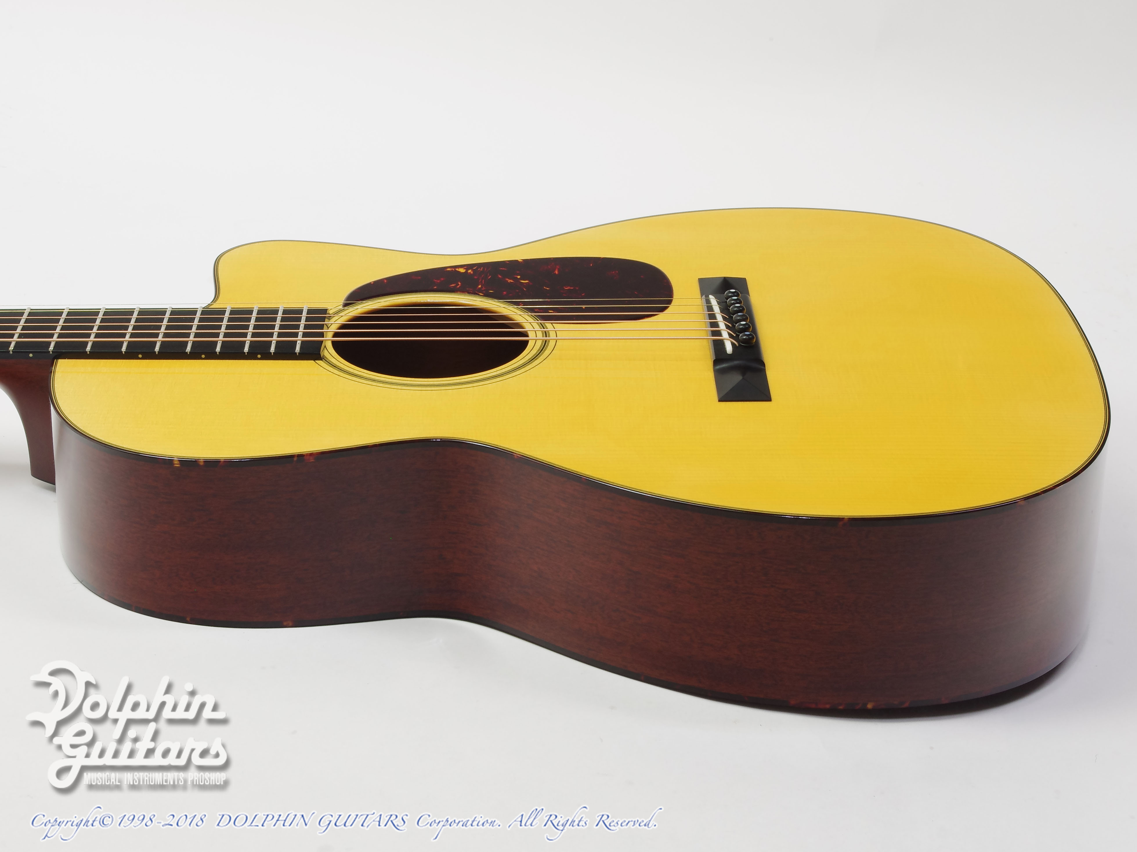 COLLINGS: 000-1A Cutaway (Varnish Finish) (2)