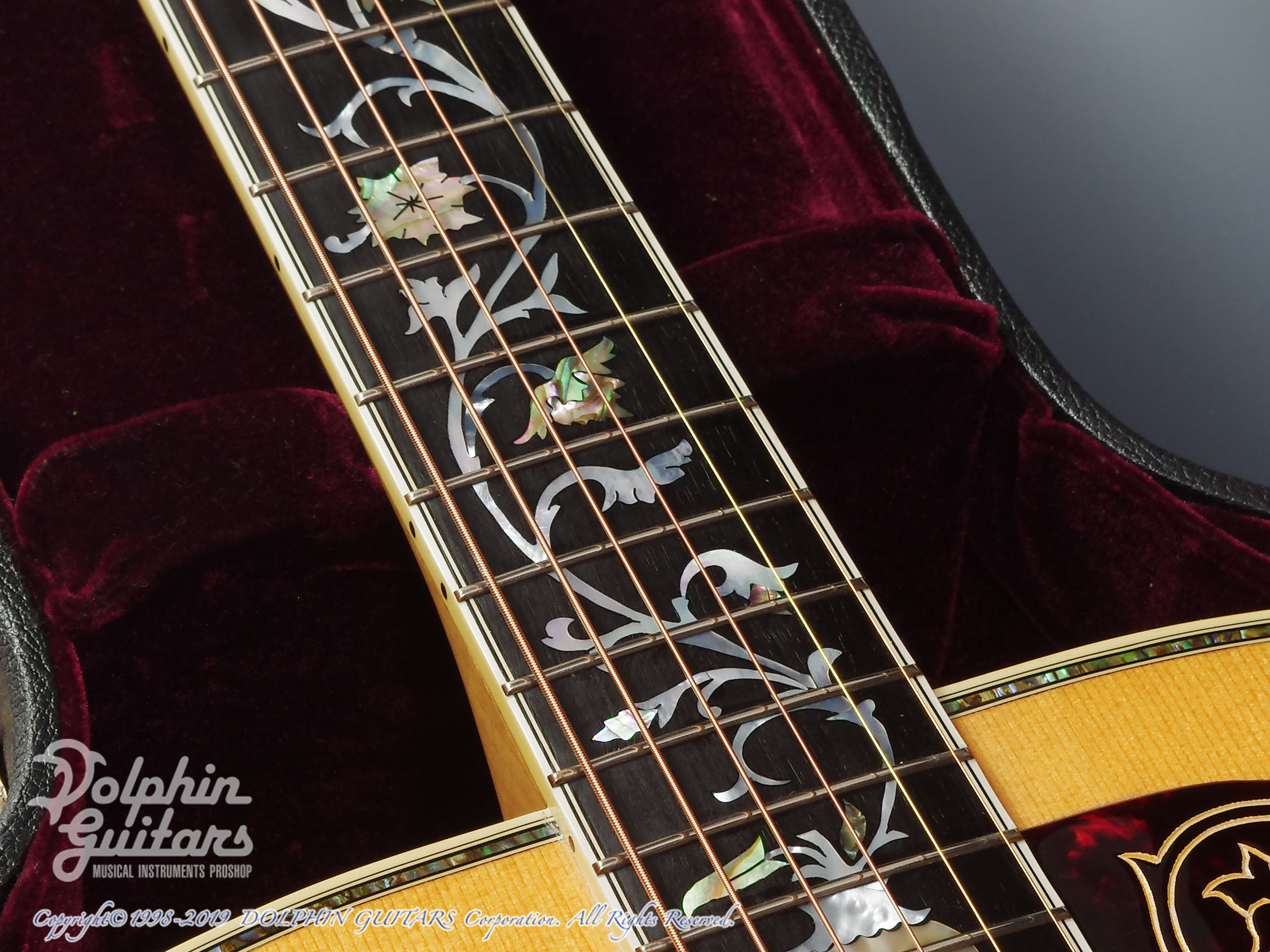 "Gibson: J-200 ""Tree Of Life"" (11)"