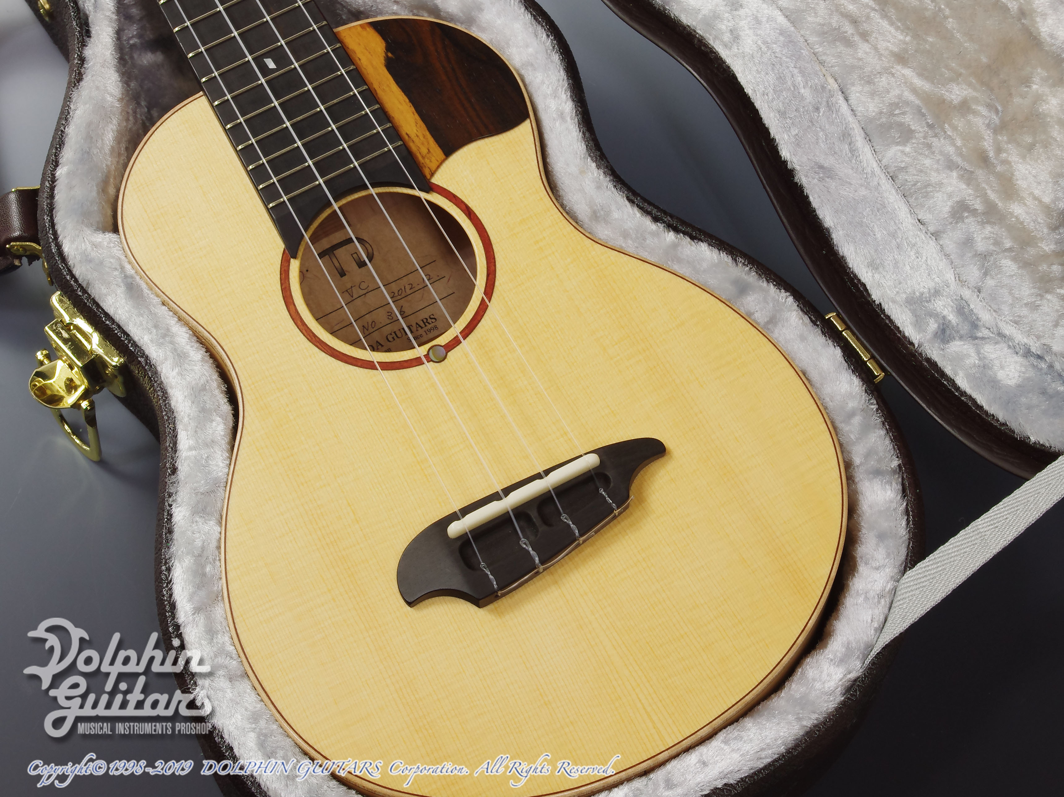 TODA GUITARS: VC (Spruce & Curly Maple) (8)
