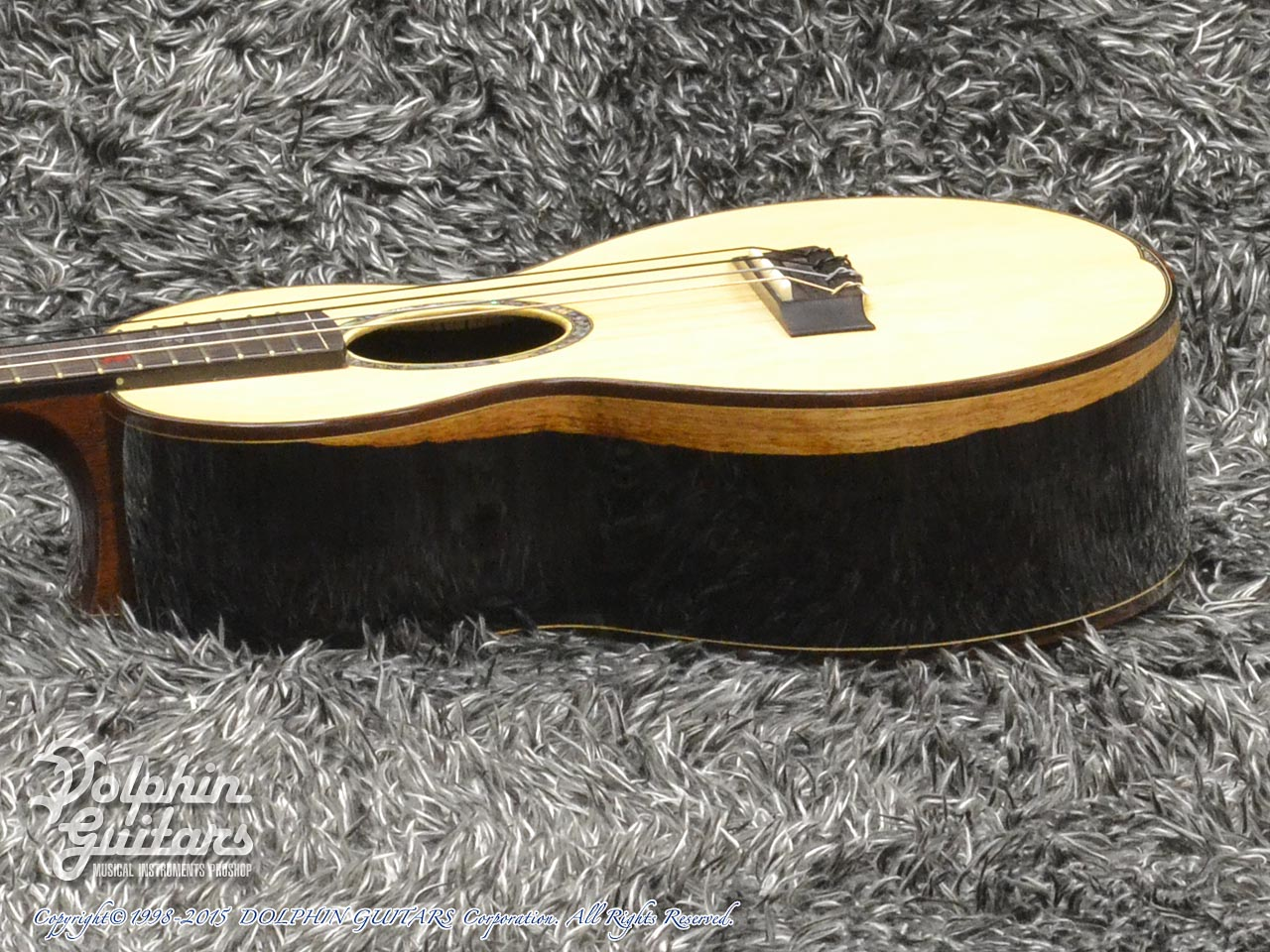 WATER ROAD GUITARS: Custom Tenor<German Spruce&African Black Wood> (2)